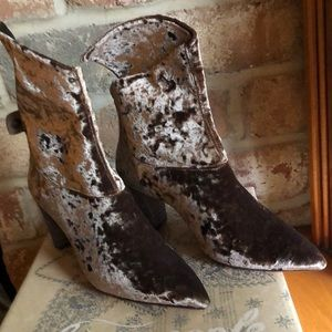 NIB Free People size 41 heeled boot